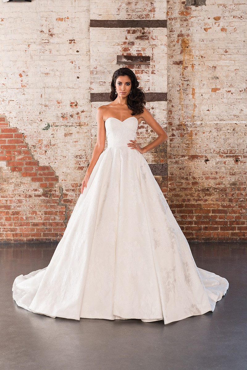 9858 ball gown wedding dress by justin alexander signature