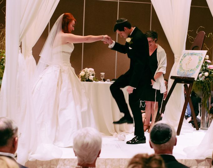 jewish wedding smashing glass