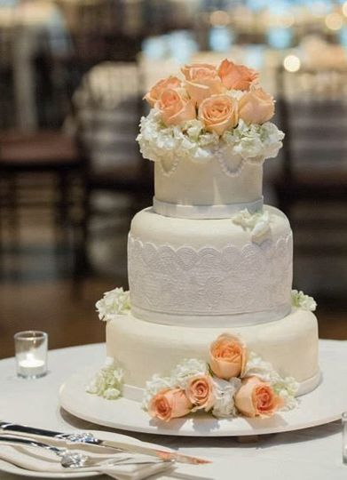 Elegant lace and fresh roses for a Tuscany inspired wedding.