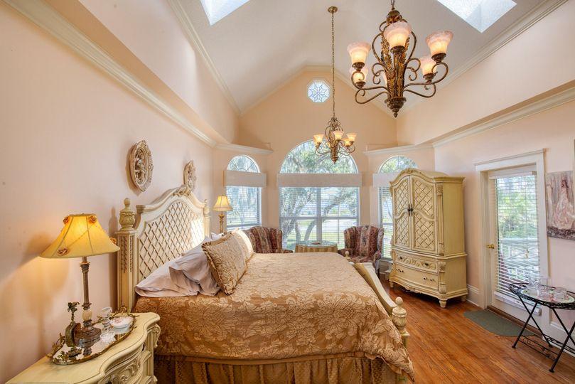 Spacious Honeymoon Suite