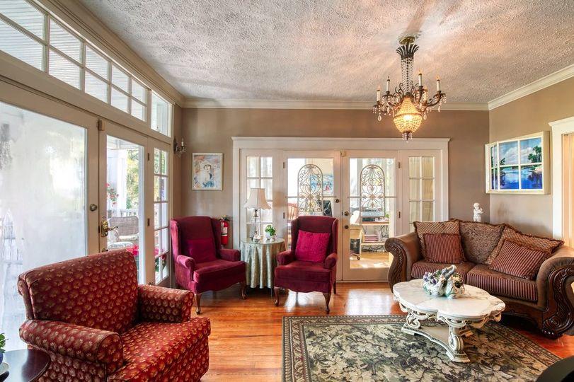 Elegant period style lounge