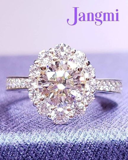Love oval halo for round cut center stone