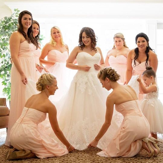 Helping the bride | J parsons photography