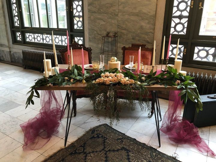 Vintage, glam sweetheart table