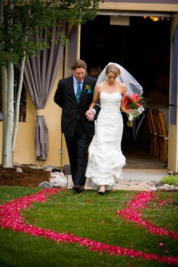 Lindsay & Dad walk down aisle with a boarder of rose petals from Flyboy Naturals Rose Petals