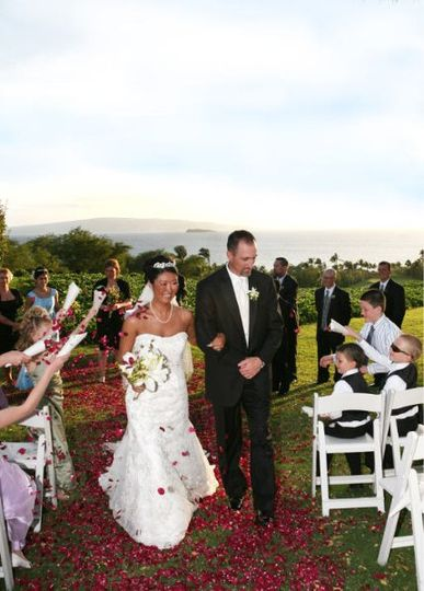 Dan & Wendy walk down the aisle after their re-commitment ceremony in Hawaii