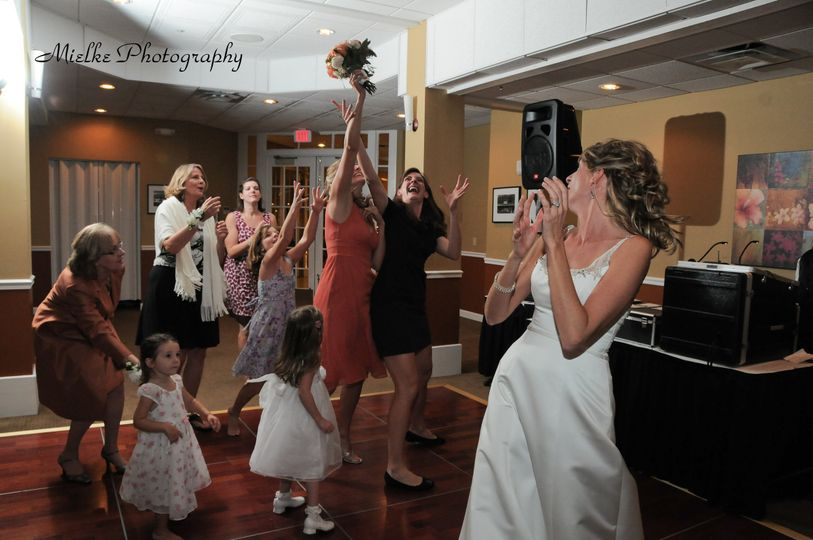 Bouquet toss at Sundail  Beach Resort Sanibel Island