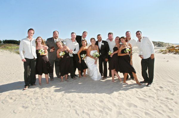 Wedding couple with bridesmaids and groomsmen