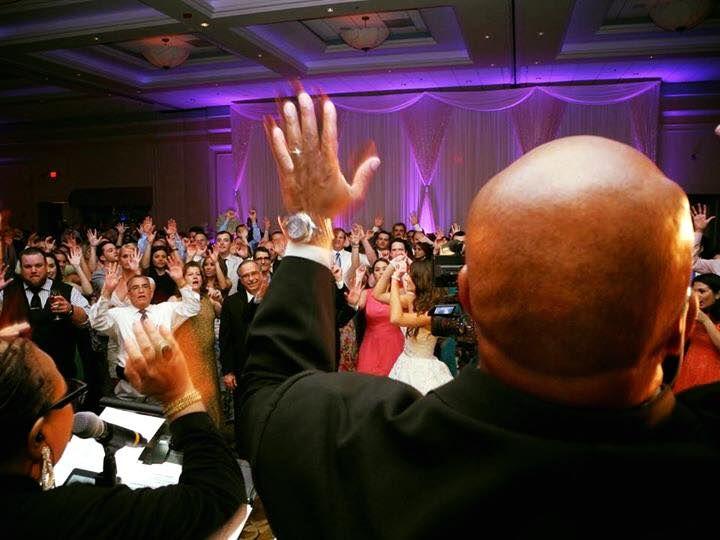 Tmx Steve And Crowd 51 2300 159673102990465 Evanston, IL wedding band