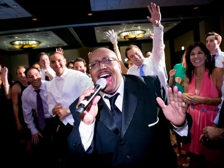 Tmx Steve 51 2300 Chicago, IL wedding band