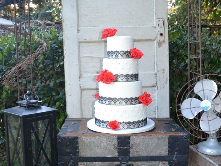 Tmx 1415810016387 0cake Black Trunk Rustic Arch Lanterns The Shot Fresno wedding cake