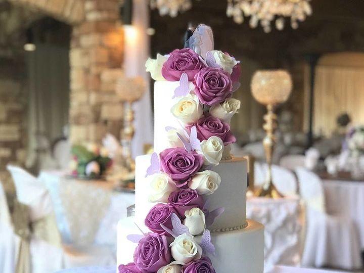 Tmx 1517335978 82510bd4beb70eed 1517335977 8cddadc579386965 1517335979694 1 WEDDINGWIRE1 Fresno wedding cake