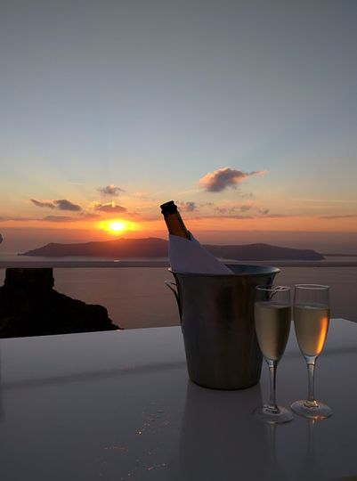 A romantic Santorini sunset.  Image:  Errica Diaz
