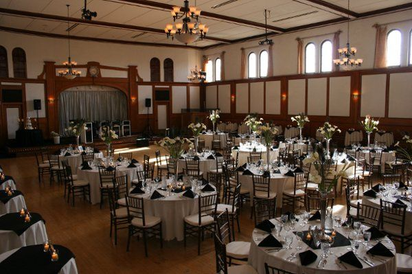 FullertonRoomCallaLillyPeacockFeatherBouquets