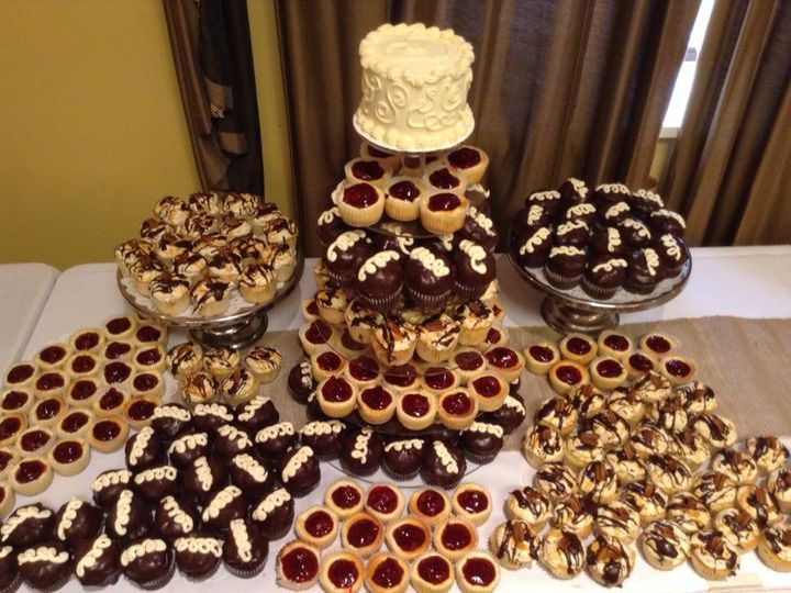 Tmx 1452208388971 Nicoles Wedding Cupcakes Genesee Depot wedding cake