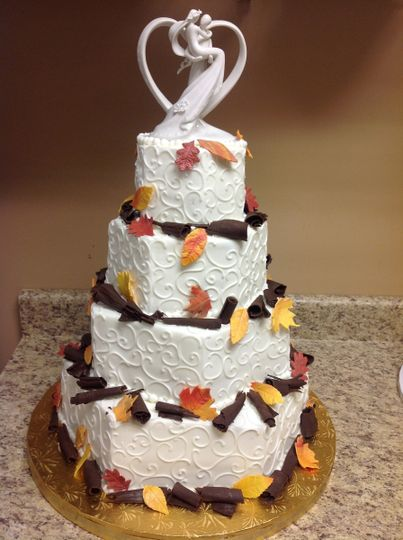 Autumn leaves on wedding cake