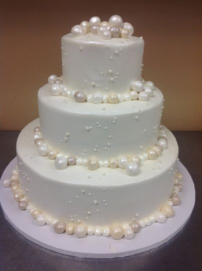 3-tier wedding cake with pearls