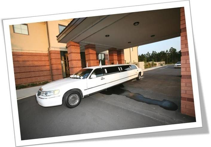Destin Limo, LLC offers the best and most affordable 8 to 10 passenger Destin, Florida wedding limo...