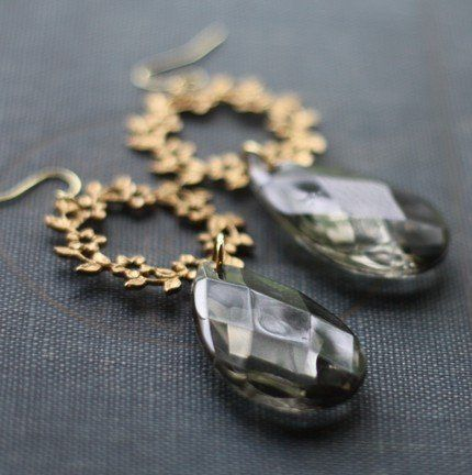 Vintage Chandelier Earrings for the Modern Bride with classic taste