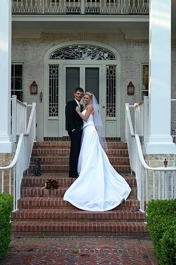 On the main house steps | Photo by Kevin Lamb Photography