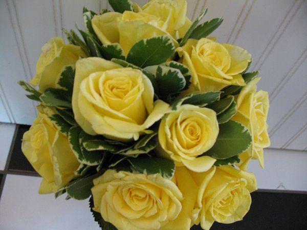 Simple elegant yellow rose bridal bouquet.