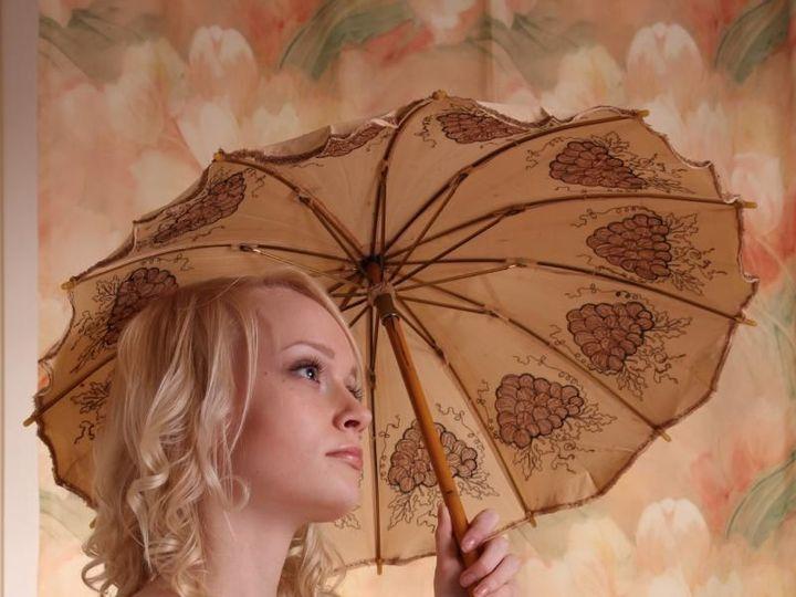 Tmx 1530222447 Ce963814a748005f 1530222446 Fbf080e1f511414b 1530222446496 8 Bride With Umbrell Denver wedding dress