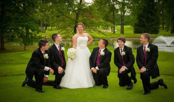 The bride with his groomsmen