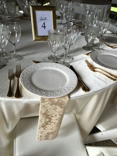 One many tablescape options