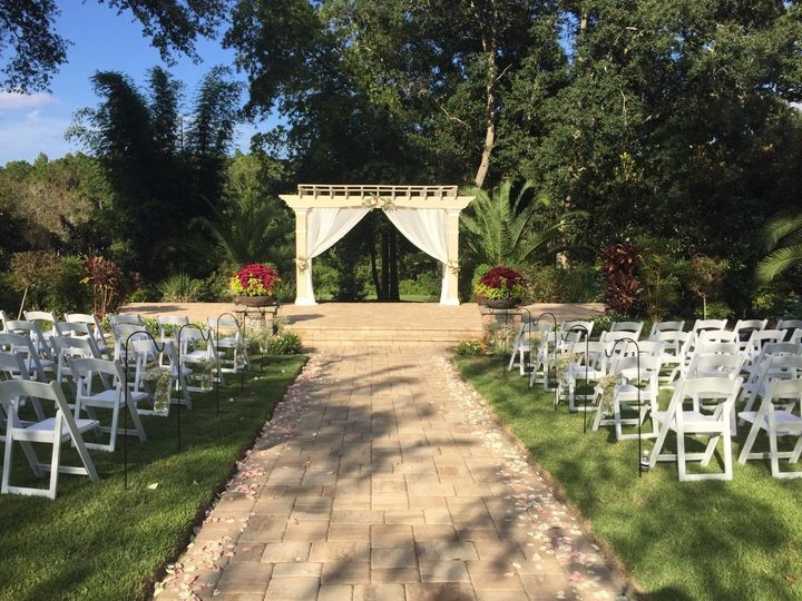 A tranquil set for a beautiful wedding