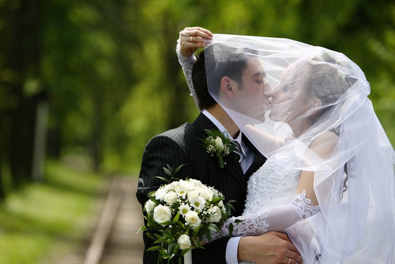 bride veil groom