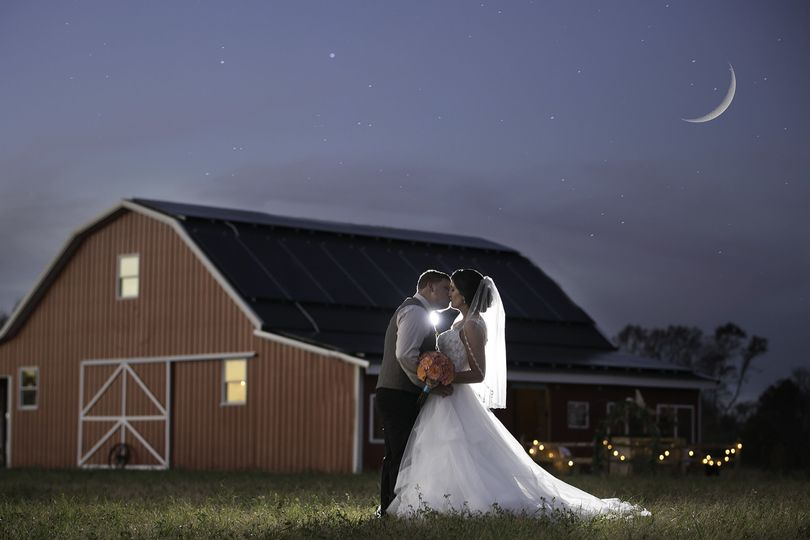Wedding at Warner Road Barn, Pilesgrove, NJ. Flowers by Garden of Eden