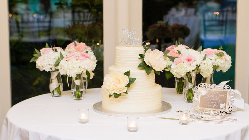 Cake and bridesmaid bouquets