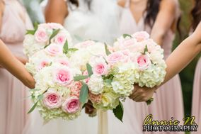 Lace and Ivory Floral Design