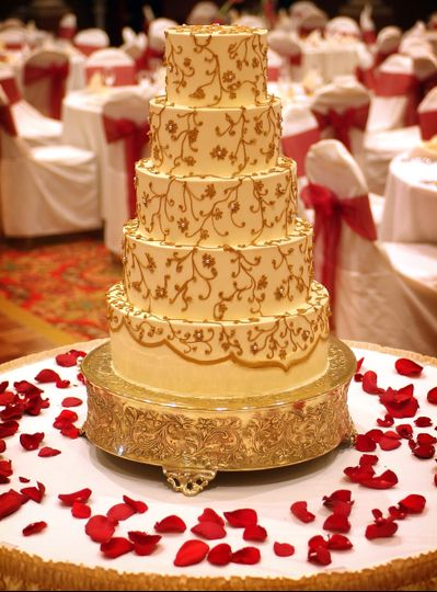 Gold lace inspired cake