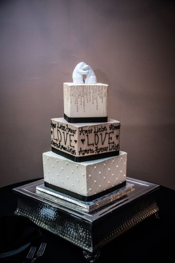 Square patterned cake