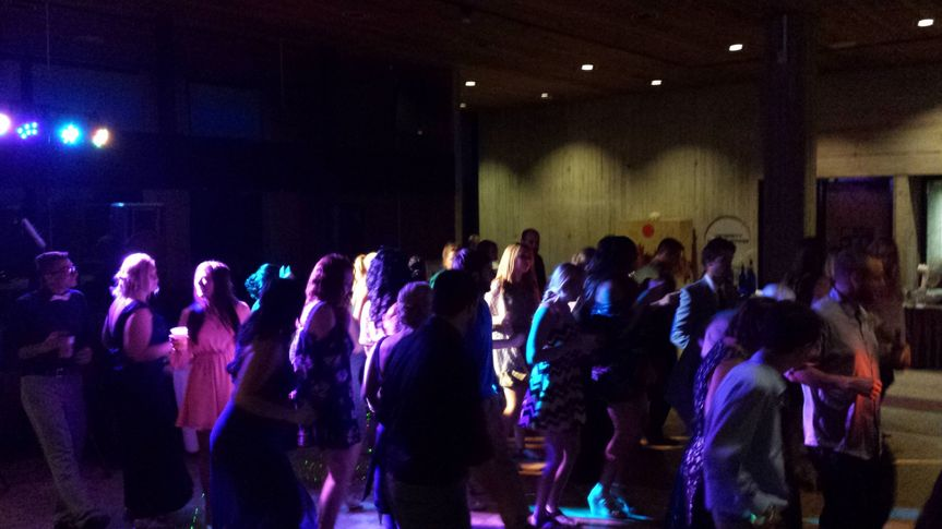 cd4e0502a34fc1c0 crowd dance