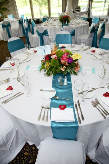 800x800 1381335345288 table setting
