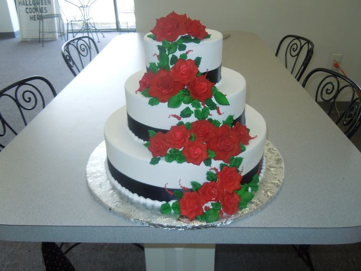 wedding cakes lansing mi cakes a bloomin wedding cake lansing mi weddingwire 24875