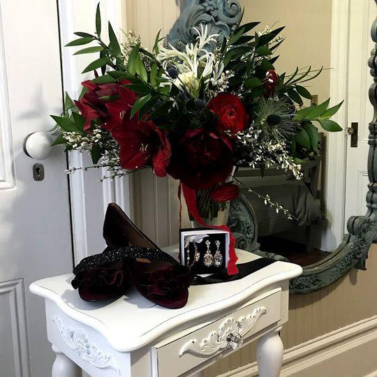 b855afe30a7f4a2a 1517101075 103b1fe85aaefc77 1517101074272 1 flowers shoes mirr