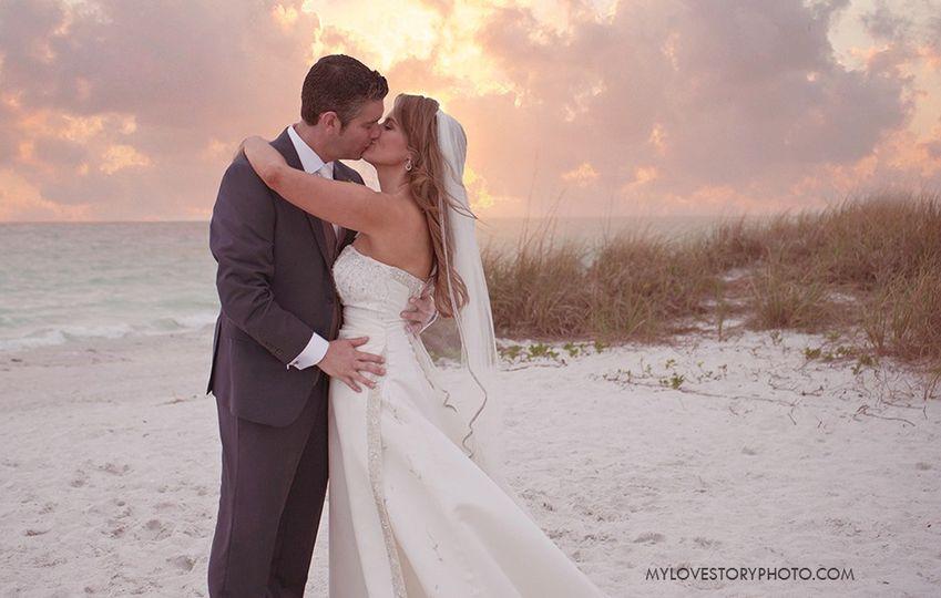 beach kiss2 51 928800 1561646890
