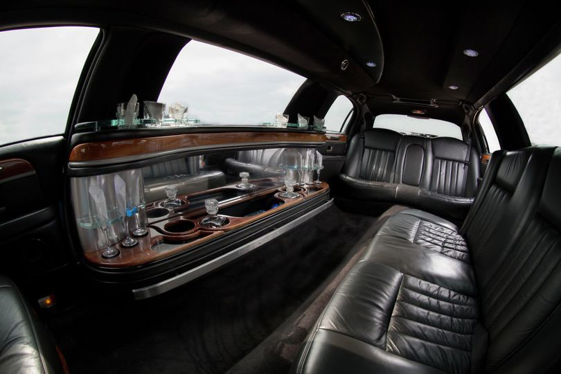 k5 in 8 10 passenger stretch limo