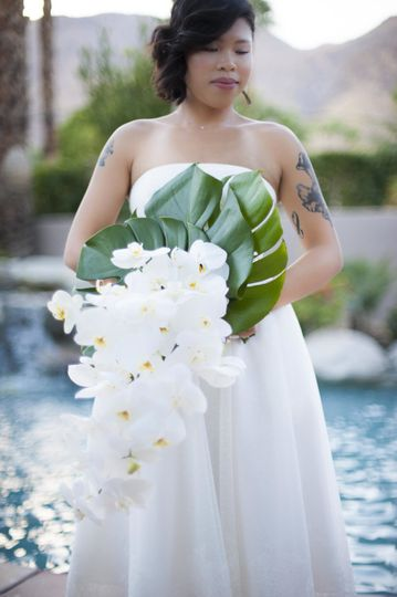 Kinsley and maxwell had their wedding in their beautiful palm spings backyard.