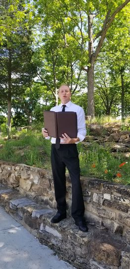 Officiant portrait
