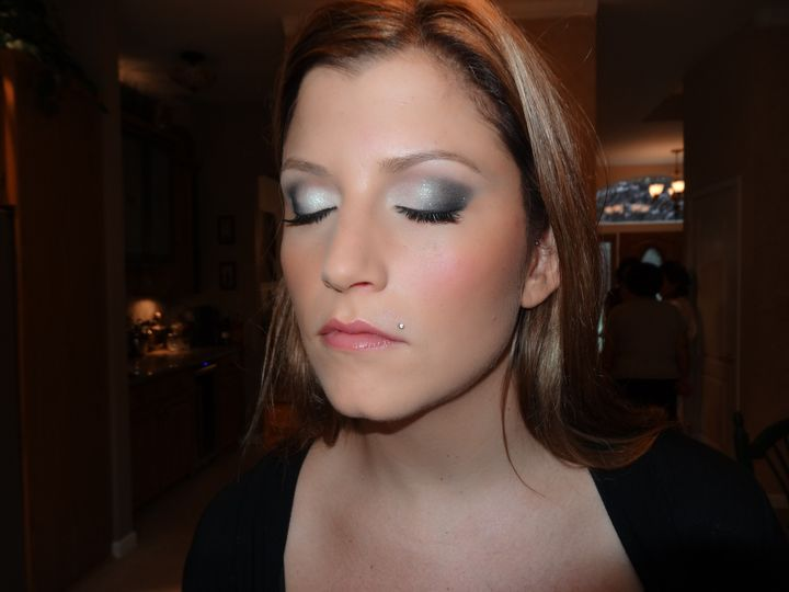 Silver eye shadow look