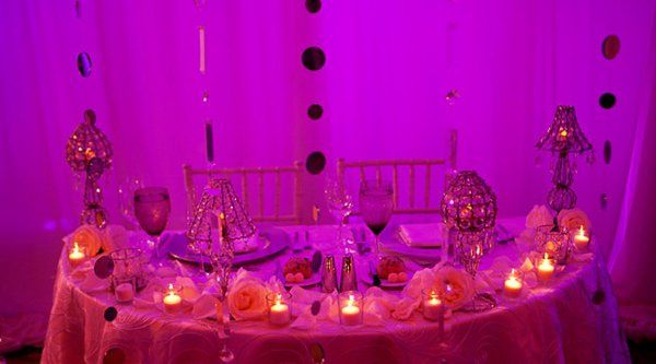 Gorgeous sweetheart table design.