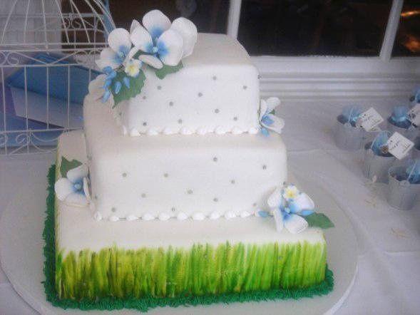 Tmx 1246381487482 Engagementcake1 Bronx wedding cake