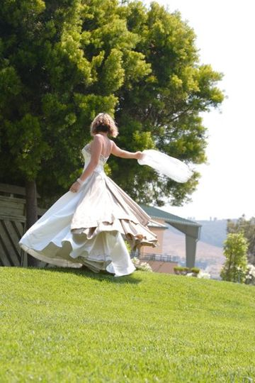 Edna Valley Vineyard bride twirl