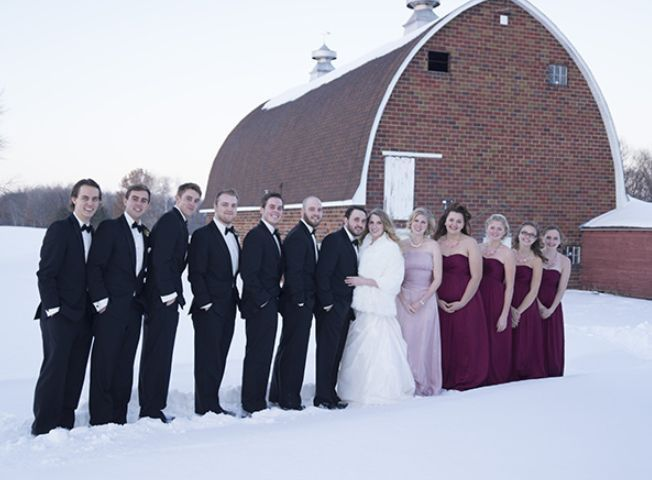 Couple's with groomsmen and bridesmaids