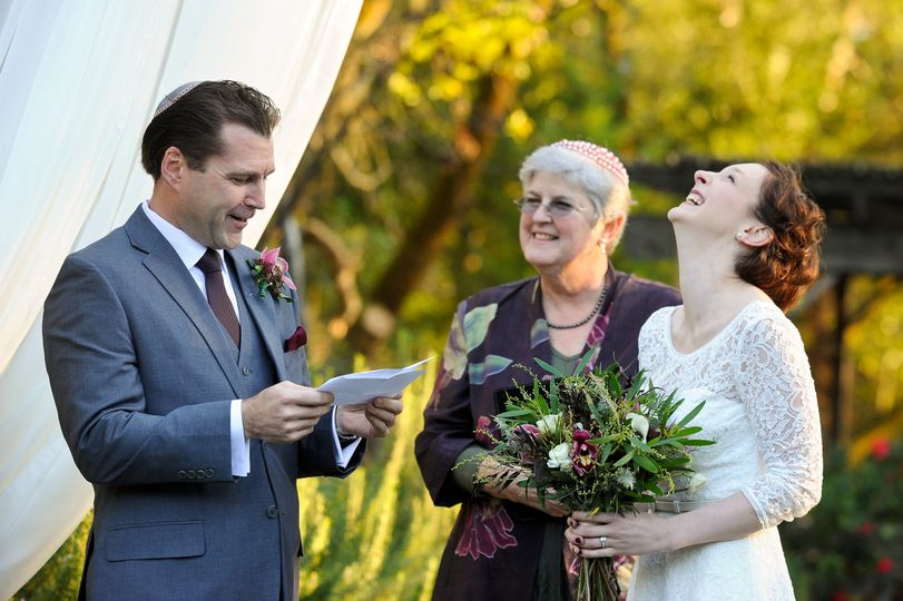 The groom reads a poem