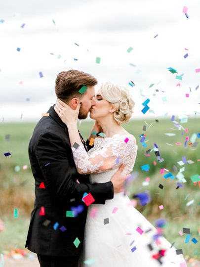 South dakota confetti wedding photo by fargo + fergus falls wedding photographer two birds...